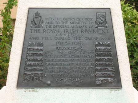 La Bascule : monument du Royal Irish Regiment (détail) - 30.2 ko
